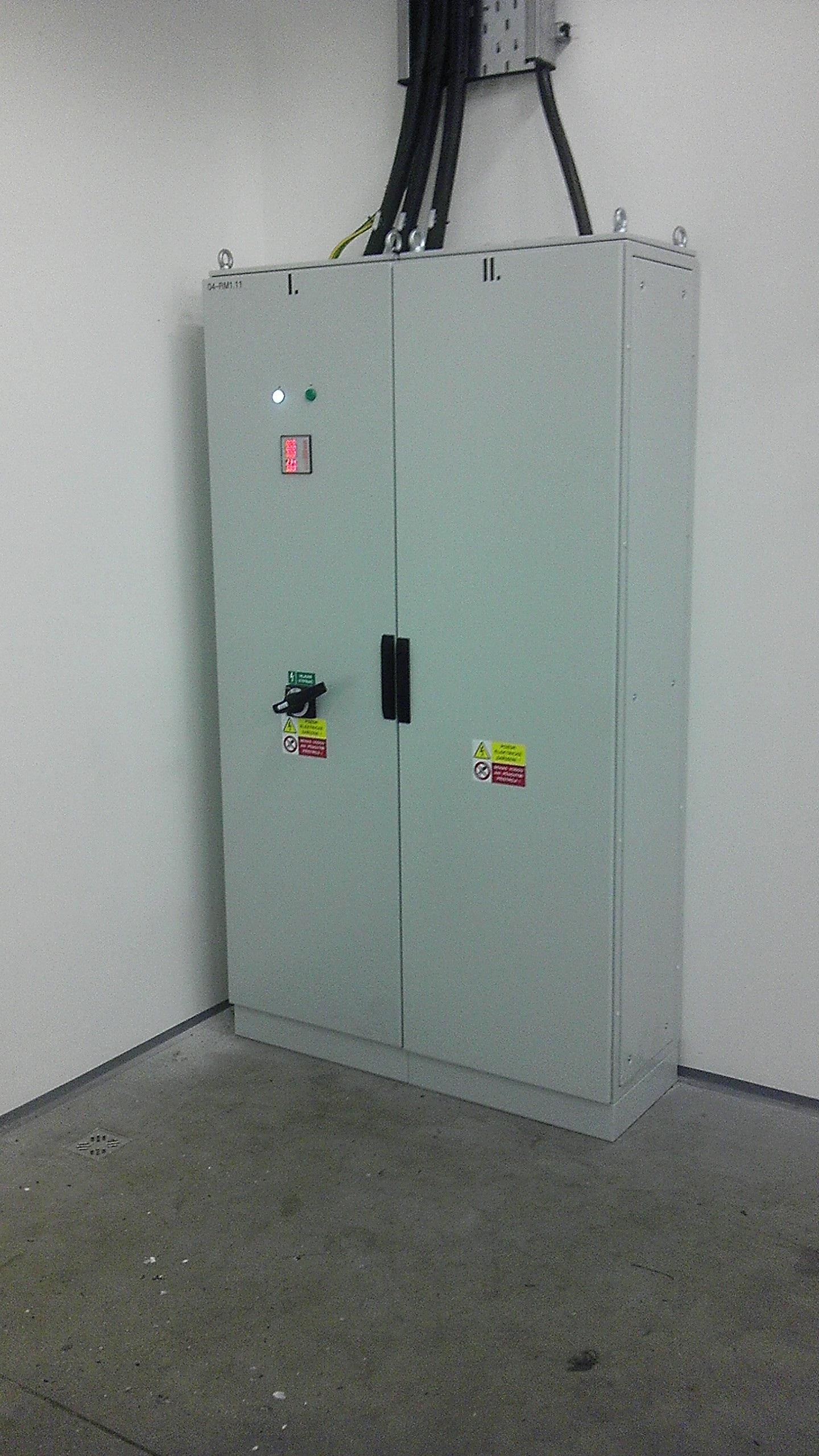 Instalace a zapojení přívodního rozvaděče pro kompresory