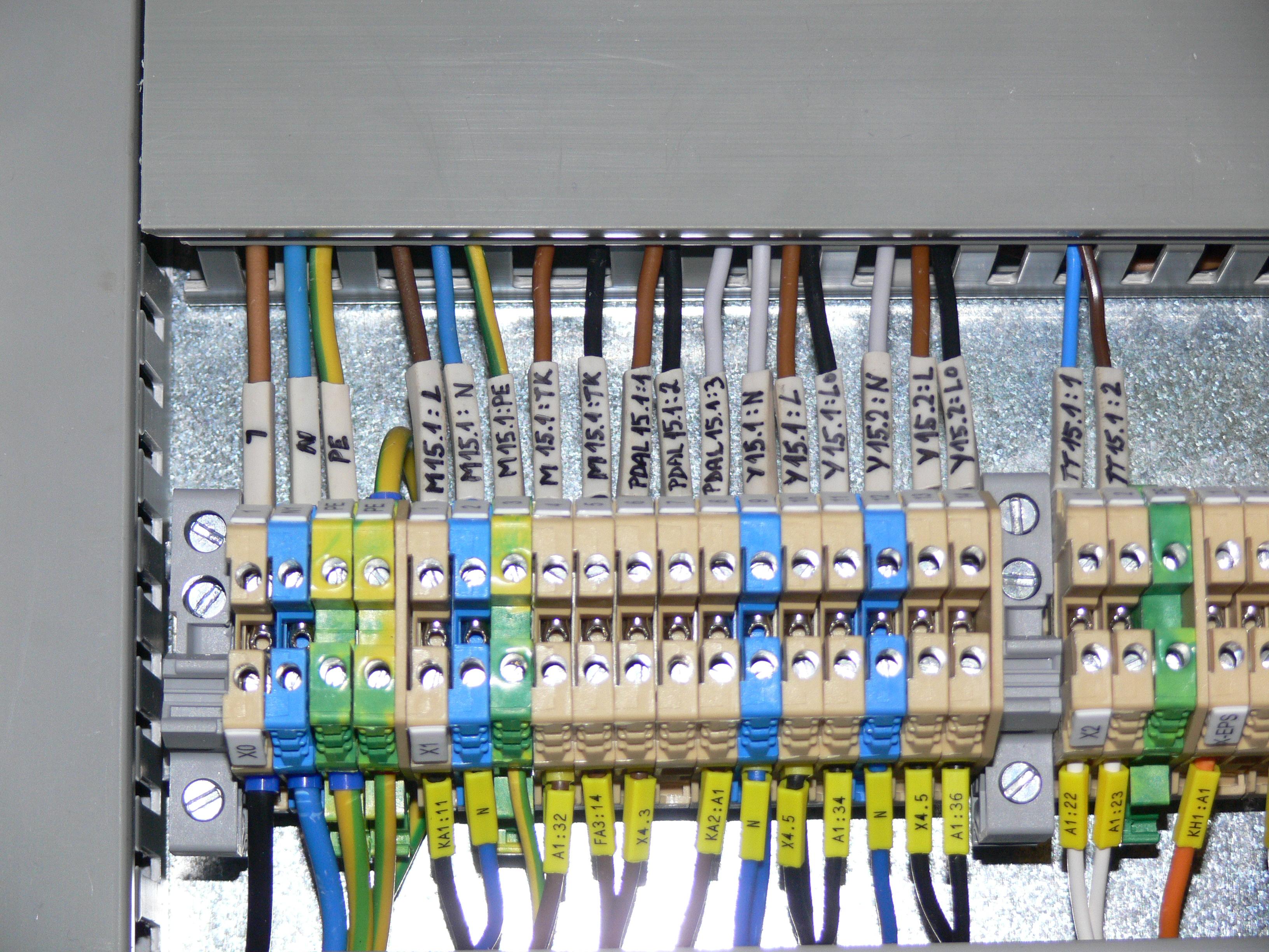 Naistalování ovládacího rozvaděče ventilátorů